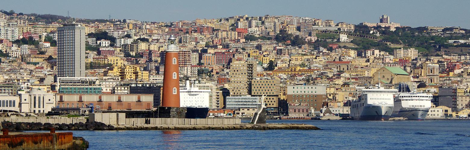 Blick auf den Hafen von Neapel