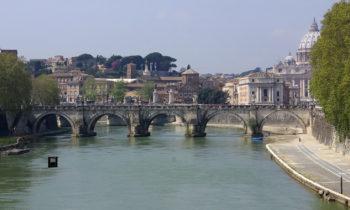 Tiberbrücke und Tiber-Radweg in Rom