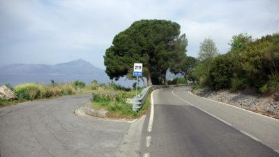Radfahren auf der SS18 in Kampanien