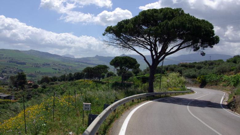 Landstraße auf Sizilien