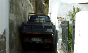 Auto auf Stromboli