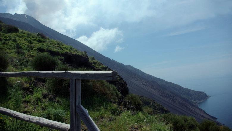 Stromboli Vulkan mit Lava Rutsche