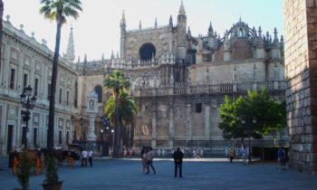 Vorplatz der Kathedrale Santa María de la Sede, Sevilla