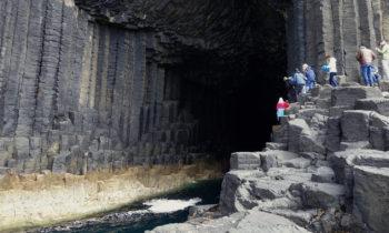 Eingang zur Fingal's Cave auf Staffa