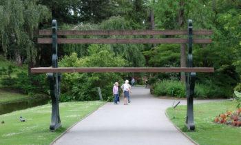 Riesige Bank im Jardin des Plantes