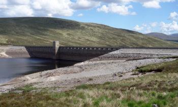 Staumauer am Loch Glascarnoch