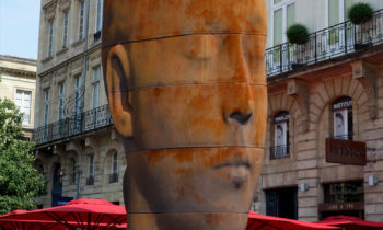 Skulptur von Jaume Plensa in Bordeaux