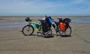 Mit dem Fahrrad in der Passage du Gois