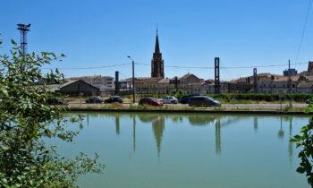 Blick auf Agen vom Garonne-Seitenkanal