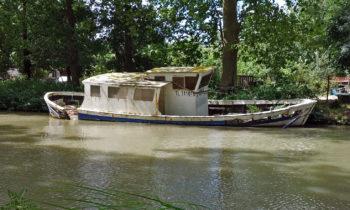Bootswrack am Canal des Deux Mers