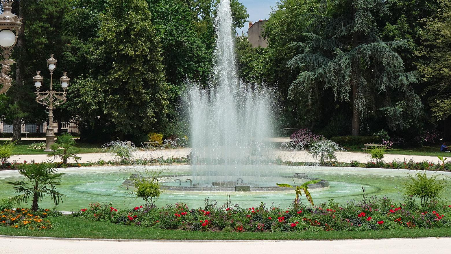 Städtereise Toulouse - Sehenswürdigkeiten an einem Tag   the road behind