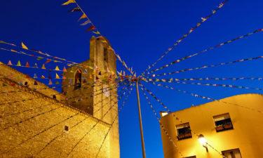 Nachts auf dem Marktplatz von Begur
