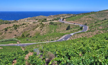 Küstenstraße am Mittelmeer in den Pyrenäen