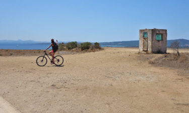 Radtour auf Asinara mit Blick auf Sardinien