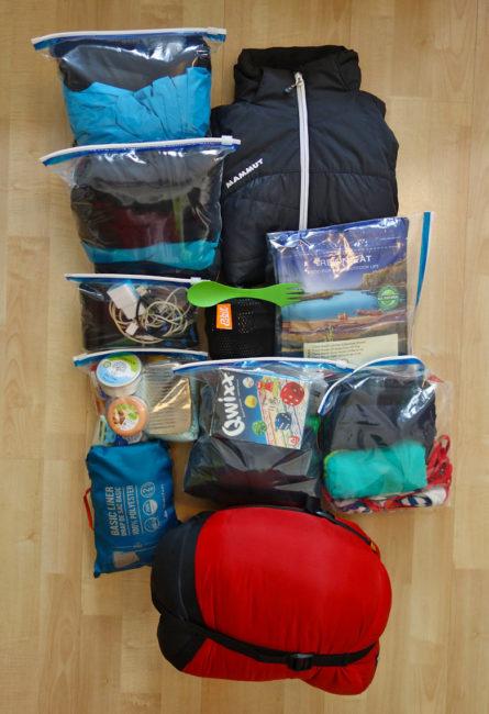 Packliste Hüttenwanderung: Kleidung, Hüttenausrüstug und Schlafsack