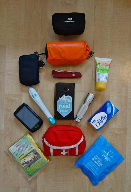 Packliste Hüttenwanderung: Elektrogeräte und Erste Hilfe