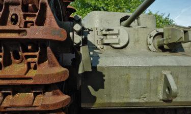Panzer vor dem Kriegsmuseum in Bayeux