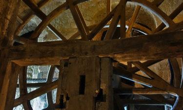 Seilzug mit Laufrad in der Abtei Mont-Saint-Michel