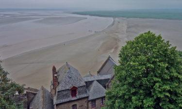 Wanderer in der Bucht von Mont-Saint-Michel