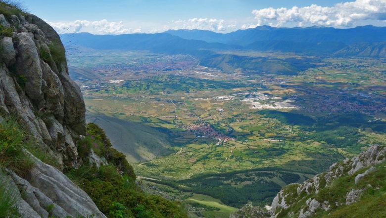 Blick vom Monte Velino auf Magliano de' Marsi, Massa D'Albe und Avezzano
