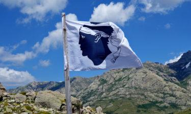 Korsische Flagge an der Bergerie de Vaccaghia