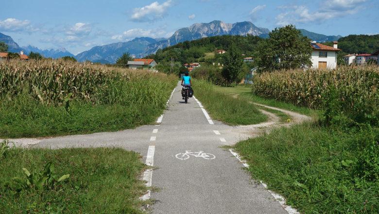 Ciclovia Alpe-Adria-Radweg im Norden von Italien
