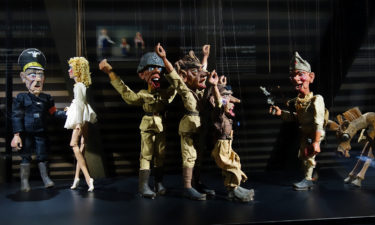 Partisanen übernehmen im Puppentheater Museum