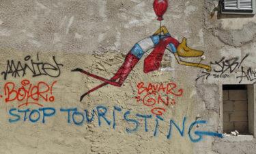 Anti-Tourist Graffito im Viertel Le Panier in Marseille
