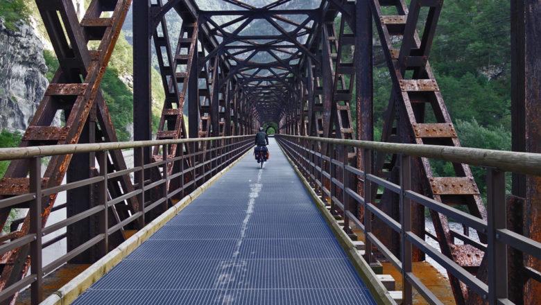 Radweg auf alter Eisenbahnbrücke nahe Chiusaforte