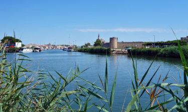 Canal du Rhône à Sète in Aigues-Mortes