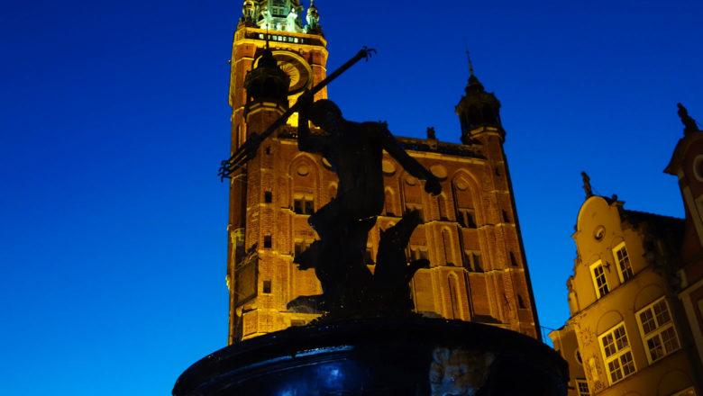 Neptunbrunnen vor Rechtstädtischen Rathaus in Danzig