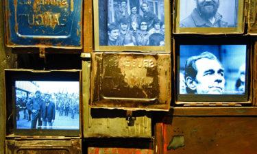 Spinde der Werftarbeiter im Solidarność Museum in Danzig