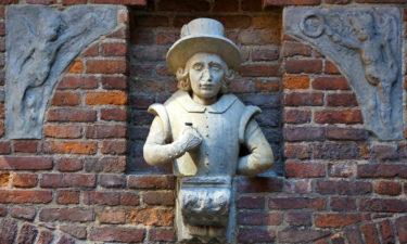 Skulptur am Gefängnisturm von Danzig