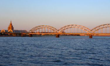 Eisenbahnbrücke über die Düna in Riga